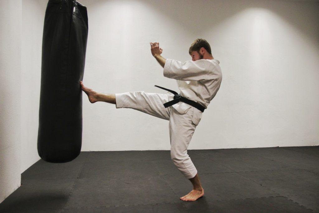 Karate dla seniora: Trening #3 z senesiem Mateuszem Szymkowiakiem